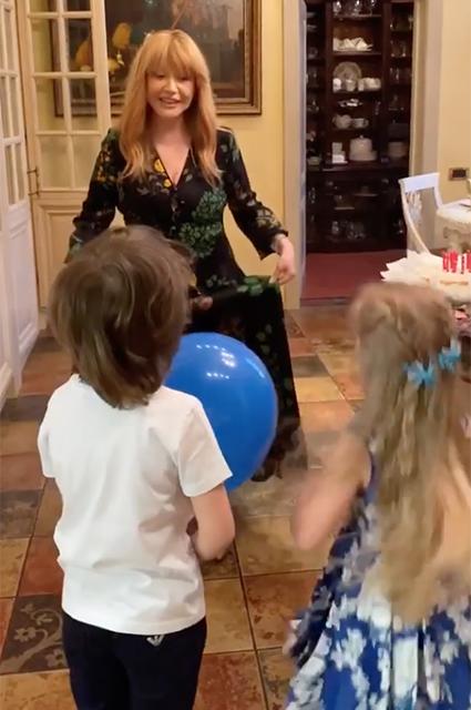 поездкой пугачева с поздравлениями к кристине на день рождения вещи гоа